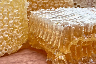 English raw honeycomb slices